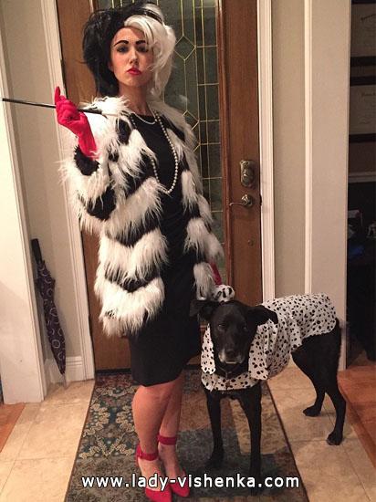 de Cruella pour Halloween avec des chiens tachetés