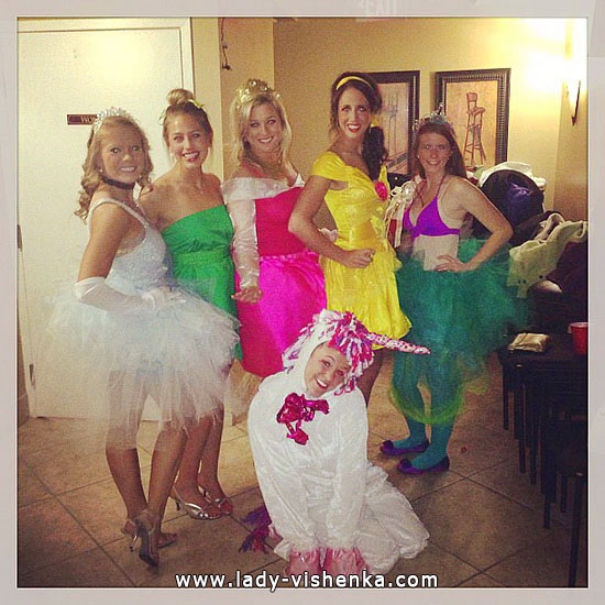 Disney princesses sur Halloween avec leurs mains
