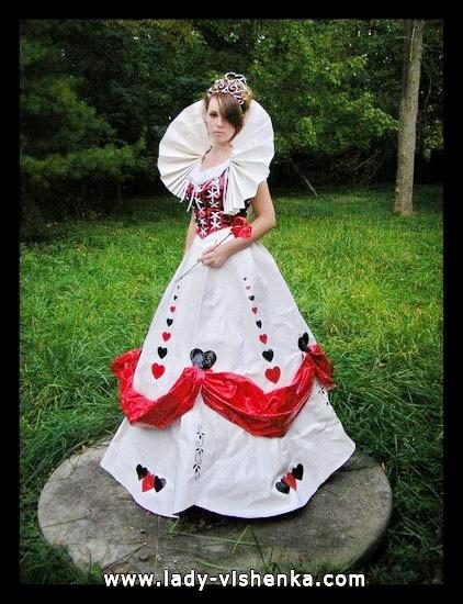 Longue robe blanche de la reine des coeurs Halloween